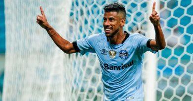 Grêmio acerta permanência de Léo Moura por mais uma temporada