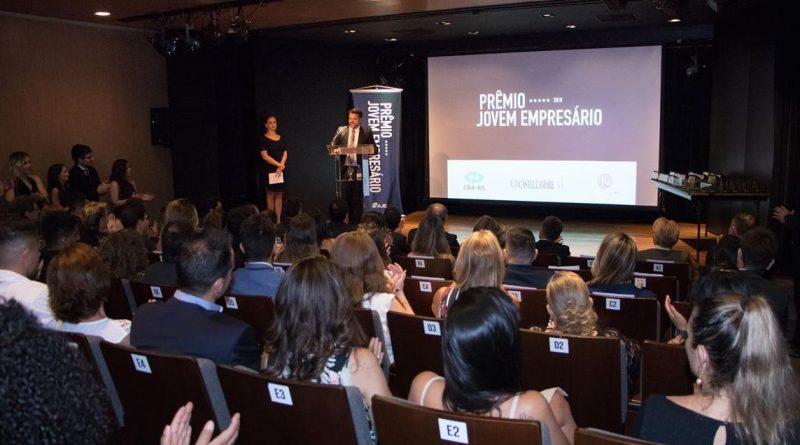 Associação de Jovens Empresários homenageia apoiadores e premia destaques em evento no Instituto Ling