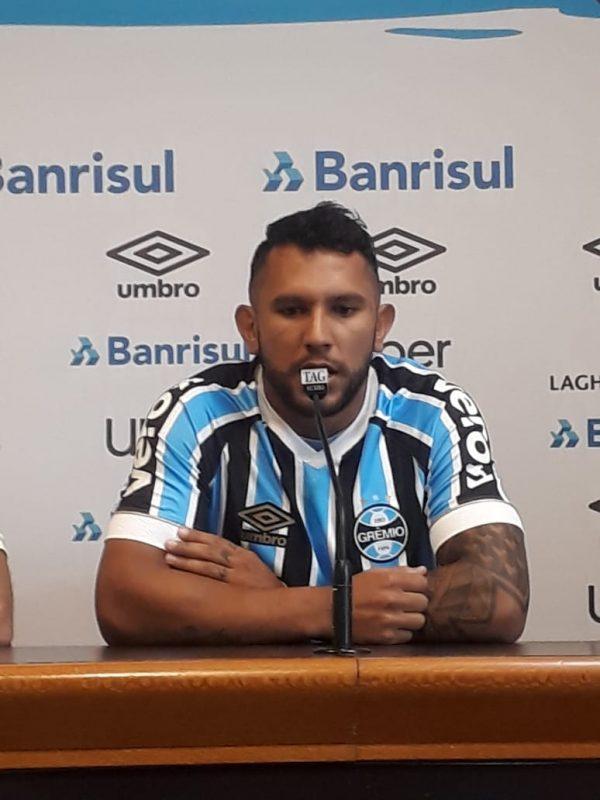 296ab1f2b4 Grêmio apresenta Walter Montoya