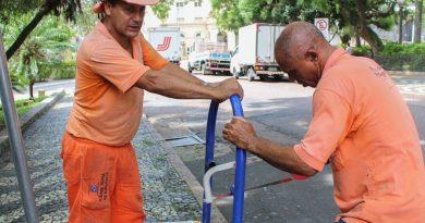 DMLU faz manutenção de cestos coletores e instala lixeiras