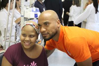 Jogadores da dupla Gre-Nal participam do Dia Internacional de Luta Contra o Câncer na Infância