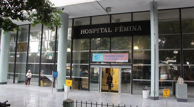 Vazamento alaga corredores e escadarias do Hospital Fêmina