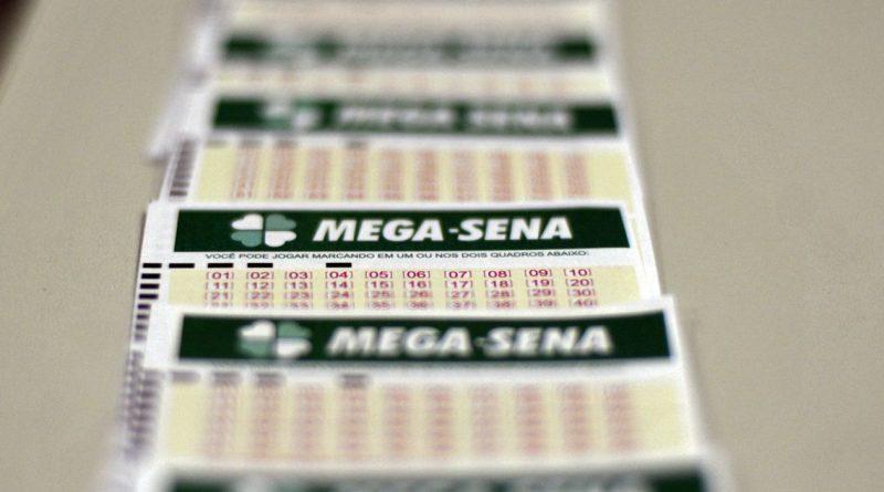 Mega-Sena acumula e deve sortear R$ 105 milhões no sábado