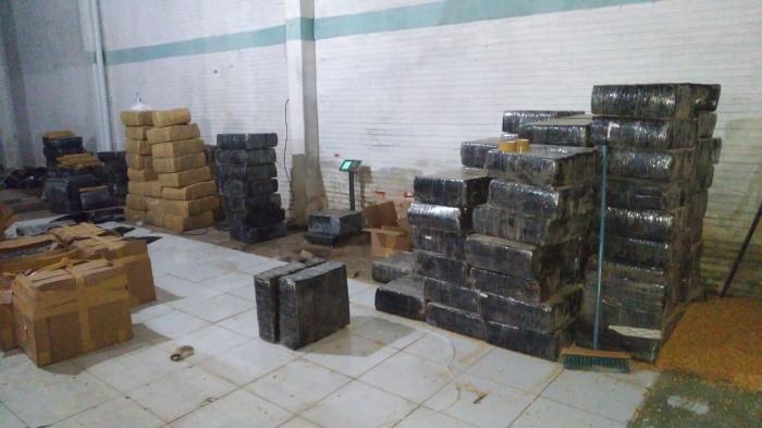 Seis pessoas foram presas em operação que apreendeu quatro toneladas de maconha na capital