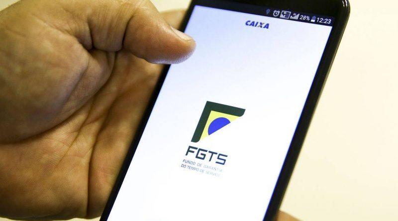 Quase 10 milhões de brasileiros devem usar FGTS para pagar dívidas, diz pesquisa