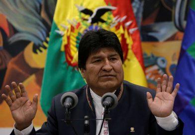 Após renunciar à presidência da Bolívia, Evo Morales diz que teve a sua casa atacada e que a polícia tem ordem para prendê-lo